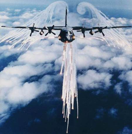 chemtrails-military-hercules4chaff (1)