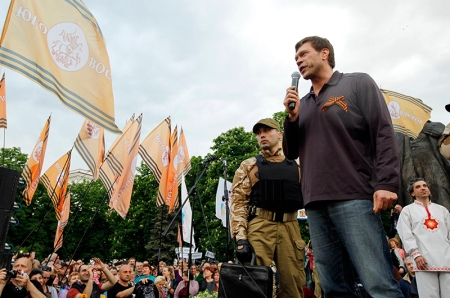 Oleg Tsarev, deputy of the Ukrainian parliament, delivers a speech during a rally to mark and celebrate the announcement of the results of the referendum on the status of Luhansk region in Luhansk