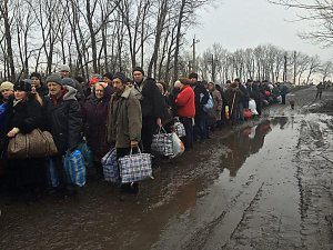 Refugees flee their village with the aid of the NAF. Uglegorsk was flattened by the Ukrainian army.